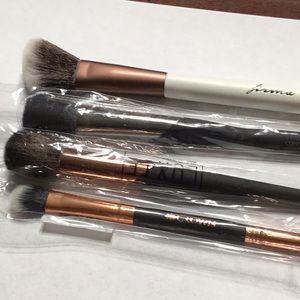 X4 New make up brushes